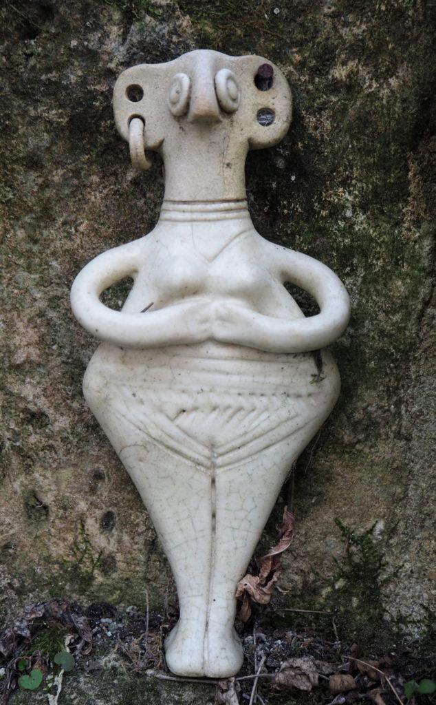 figurine pseudo-ancienne - reproduction moderne de l'atelier modeste