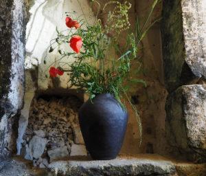 grand vase en grès noir façonné au colombin par l'atelier modeste