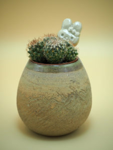 cache-pot et amulette lagomorphique - création de l'atelier modeste